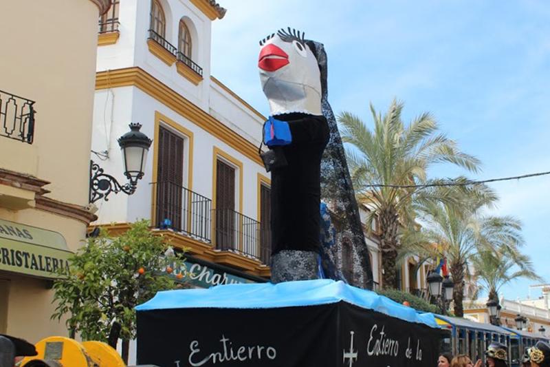 Gines cerró su Carnaval con el Entierro de la Sardina