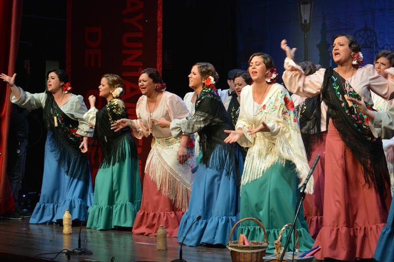 El teatro El Tronío se llenó este sábado para presenciar la tercera semifinal del Carnaval de Gines