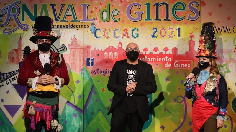 El #CarnavalEnCasa de Gines elige a sus mejores agrupaciones, disfraces y carruajes